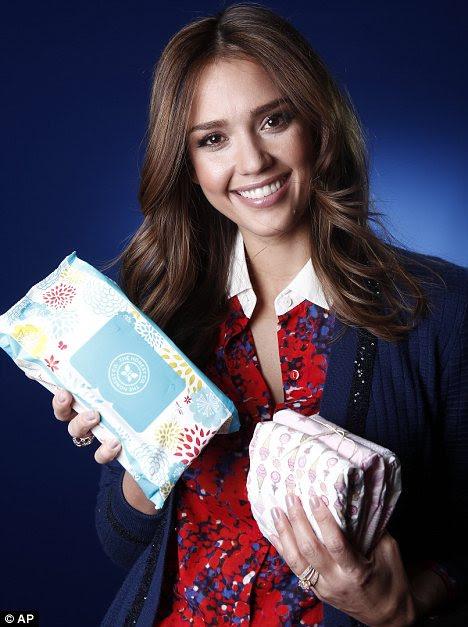 Promoção queen: Jessica também espremido em uma sessão de fotos com alguns de seus novos produtos
