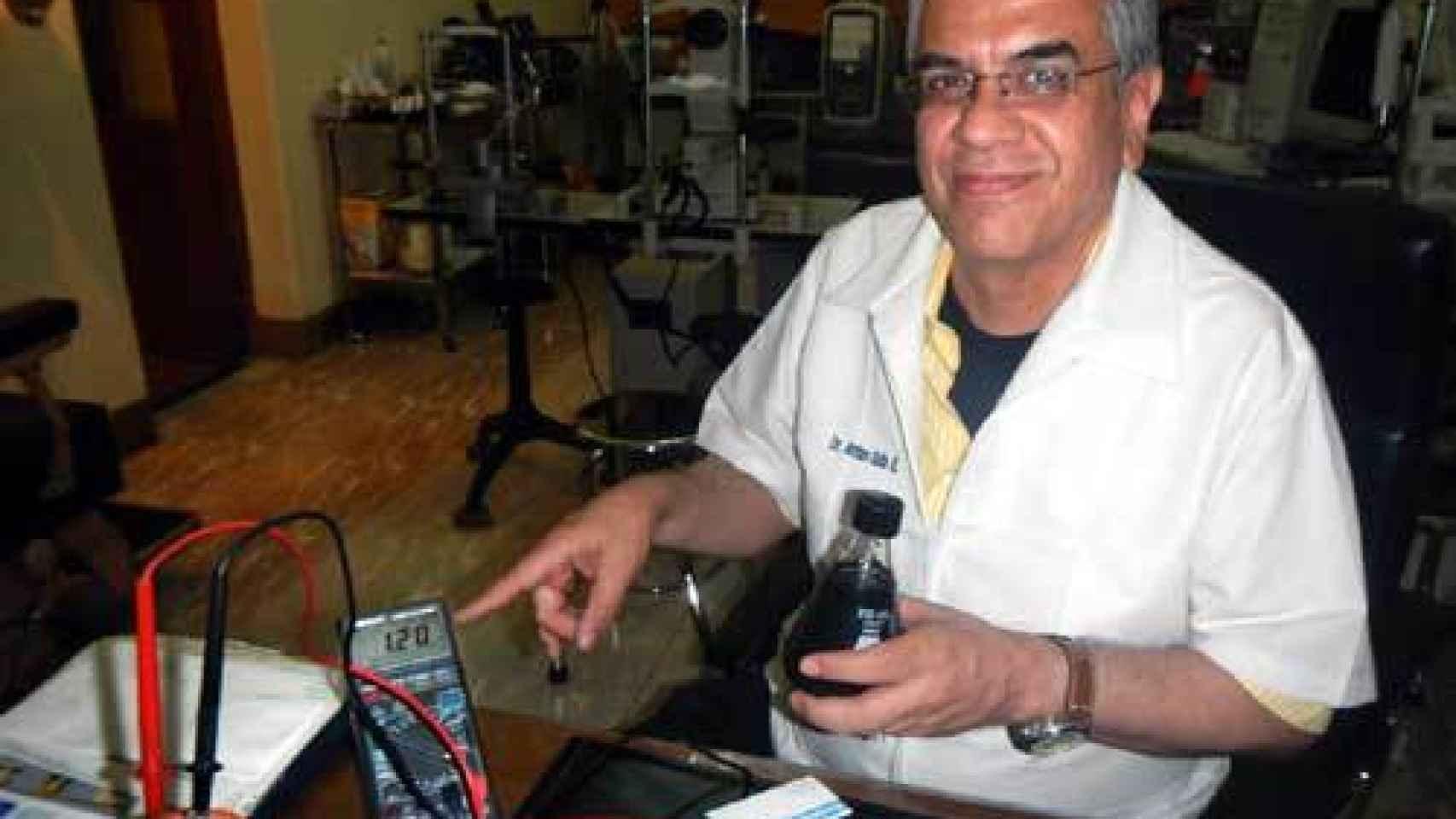 Arturo Solís. Asegura tener la primera patente del mundo que reconoce la existencia de la fotosíntesis humana.
