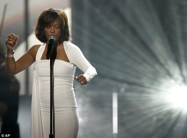 Performance: Ao longo dos anos 80 e 90, Houston foi uma das cantoras mais populares do mundo