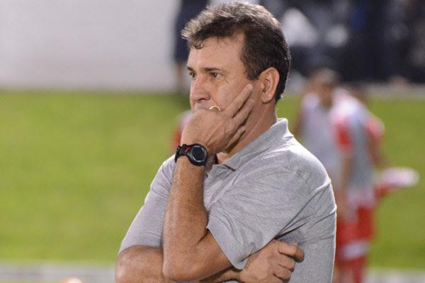 O técnico do ABC, Zé Teodoro, criticou a oscilação da equipe no primeiro tempo contra o Atlético-GO