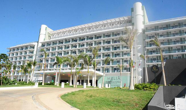 Majestuoso se alza el hotel Meliá Internacional, abierto por etapas el 13 de febrero último, en Varadero, provincia de Matanzas, Cuba, el 24 de junio de 2019.