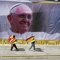Un'immagine di benvenuto al Papa in Bolivia