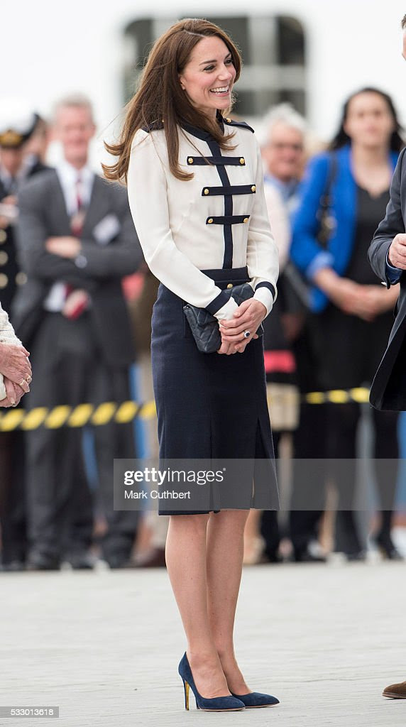 Katarzyna, księżna Cambridge odwiedza Ben Ainslie Racing i 1851 ufność w dniu 20 maja 2016 roku w Portsmouth, Anglia.