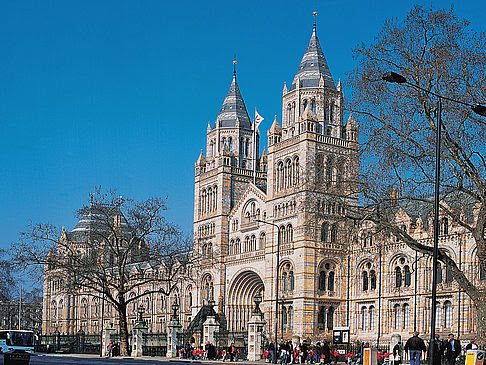 http://www.london.citysam.de/fotos-london-i/hyde-park-und-umgebung/victoria-and-albert-museum/natural-history-museum-4.jpg