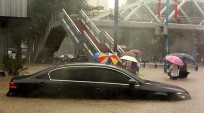 CGTN: при затоплении метро в Китае погибли 12 человек