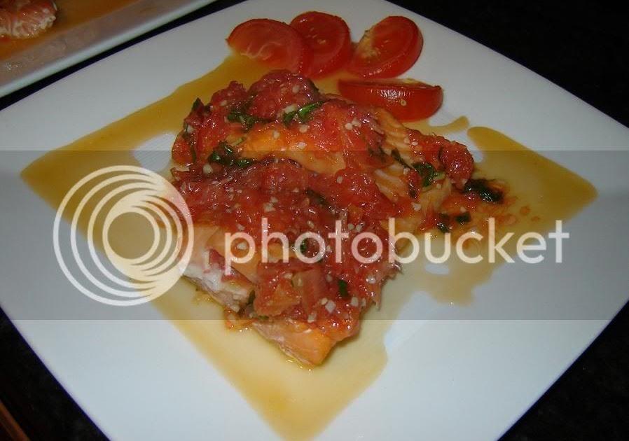 Gourmet Pigs: Recipes: Salmon w/ Grapefruit Sauce