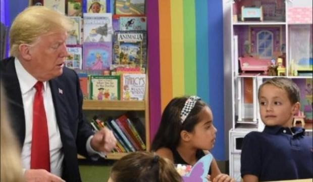 Trump çocuklara Rezil Oldu Boyadığı Bayrağa Bakın Dünya Haberleri