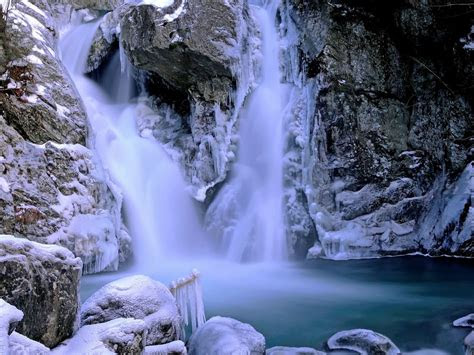 beautiful waterfall winter snow ice rock picture