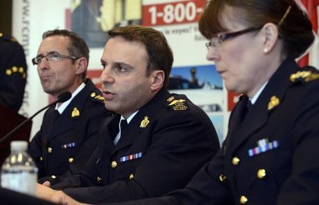De derecha a izquierda, los agentes Jennifer Strachan, James Malizia y Gaeten Courchesne, durante la rueda de prensa en la que informaron del complot, el lunes en Toronto.