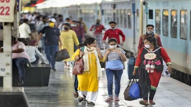 ट्रेन से जा रहे हैं महाराष्ट्र तो इस बात का रखें ख्याल, कोरोना को देखते हुए उद्धव सरकार ने लिया फैसला