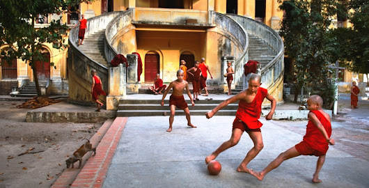 Football and Icons  di Steve McCurry
