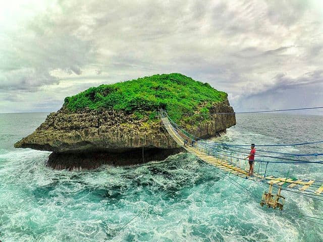 Pantai Pulau Kalong