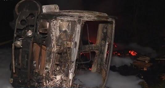 Carreta pegou fogo após o acidente | Foto: Reprodução/TV Santa Cruz