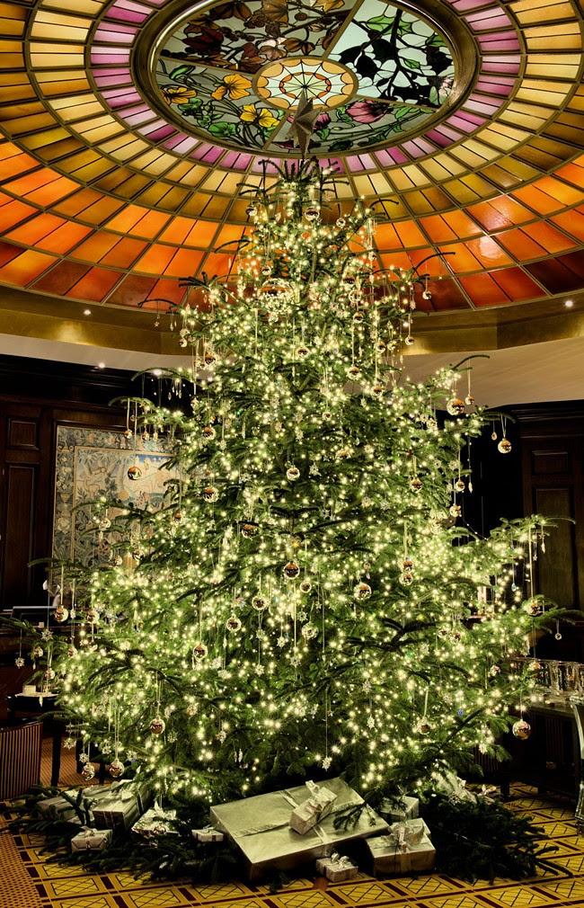 Weihnachtsbaum_SWAROVSKI ELEMENTS_Vier Jahreszeiten Kempinski