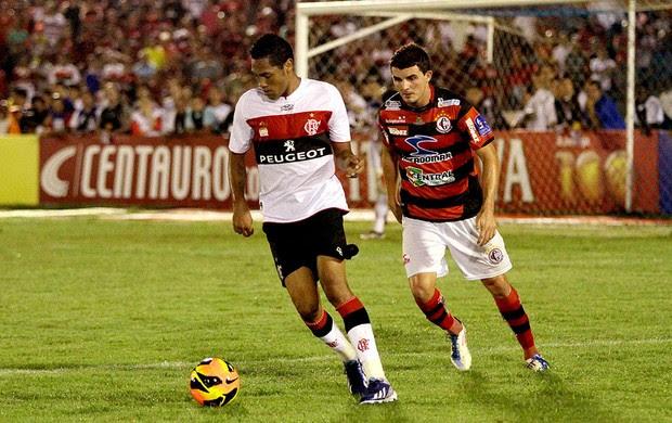 Hernane jogo Campinense Flamengo (Foto: Leonardo Silva / Vipcomm)
