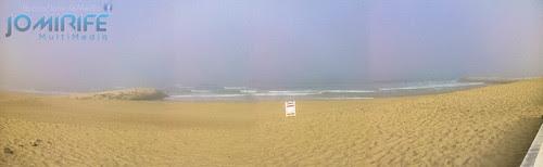 Praia da Gala na Figueira da foz vazia ao nascer o dia