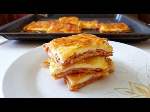 Ζαμπονοτυρόπιτα με σάλτσα ντομάτας και βασιλικό (Βίντεο)