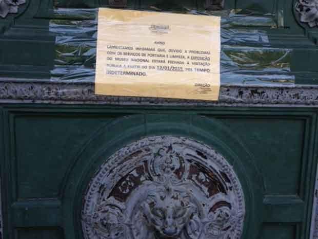 Museu Nacional amanheceu de portas fechadas nesta segunda (Foto: Káthia Mello / G1)