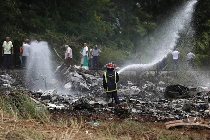 TENSÃO - Avião cai após decolar e deixa mais de 100 mortos