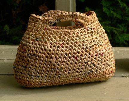 tasche aus recycelten plastiktueten gehaekelt taschen