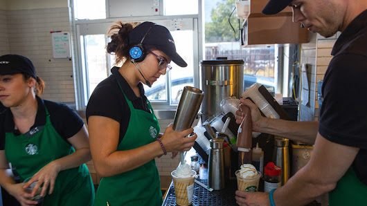 Starbucks to Provide Free College Education to Thousands of Workers - NYTimes.com