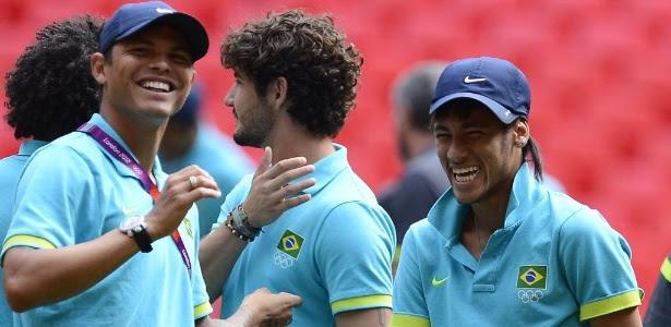 Thiago Silva saiu em defesa do amigo Neymar, criticado durante amistoso contra o Chile no Mineirão