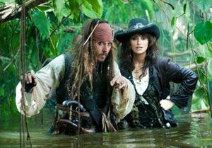 Johnny Depp and Penélope Cruz in PIRATES OF THE CARIBBEAN: ON STRANGER TIDES.