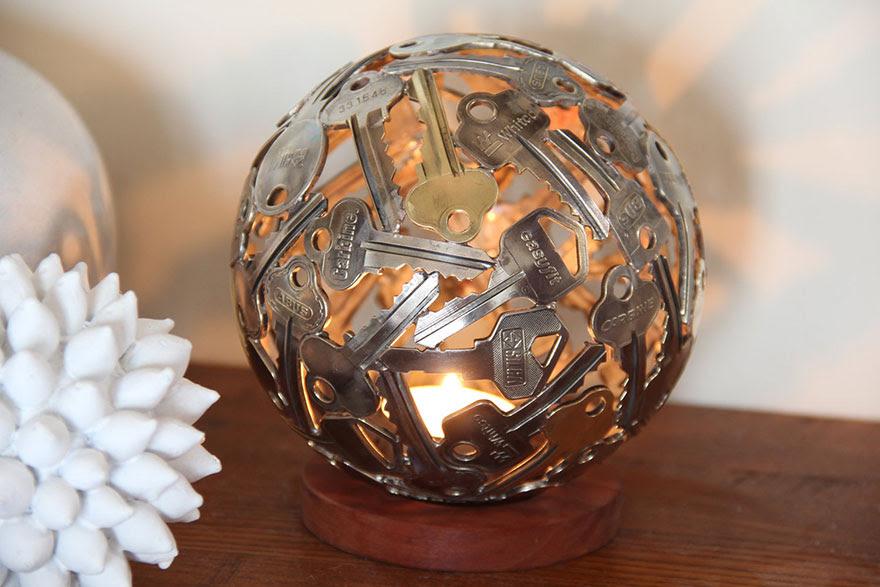 esculturas-metal-reciclado-llaves-monedas-michael-moerkey (10)