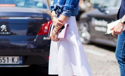 7 ways to style a denim shirt - LaiaMagazine