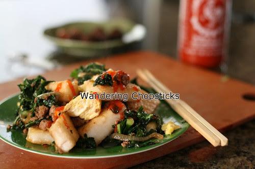 Banh Bot Khoai Mon Chien Xao Cai Xoan (Vietnamese Fried Taro Cake Stir-Fried with Kale) 19