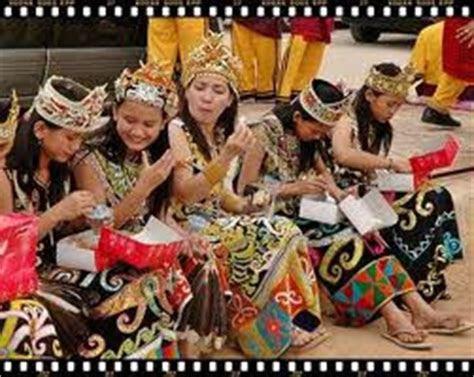 kecantikan wanita suku dayak kodokoalanet