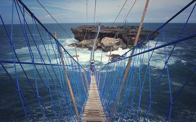 Harga Tiket Naik jembatan gantung Pantai Timang