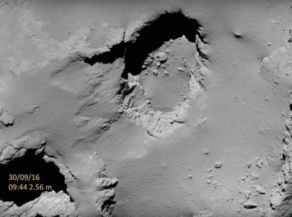 Vista de Deir el-Medina por OSIRIS el 30 de septiembre 55 minutos antes del impacto a 2,56 km de altura  (ESA/Rosetta/MPS for OSIRIS Team MPS/UPD/LAM/IAA/SSO/INTA/UPM/DASP/IDA).