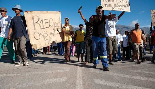 South African farm workers demonstrate during strike in the Western Cape. The demonstrations have been attacked by the provincial police. by Pan-African News Wire File Photos