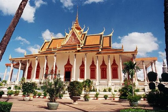http://media-cdn.tripadvisor.com/media/photo-s/01/6f/fc/d4/phnom-penh.jpg