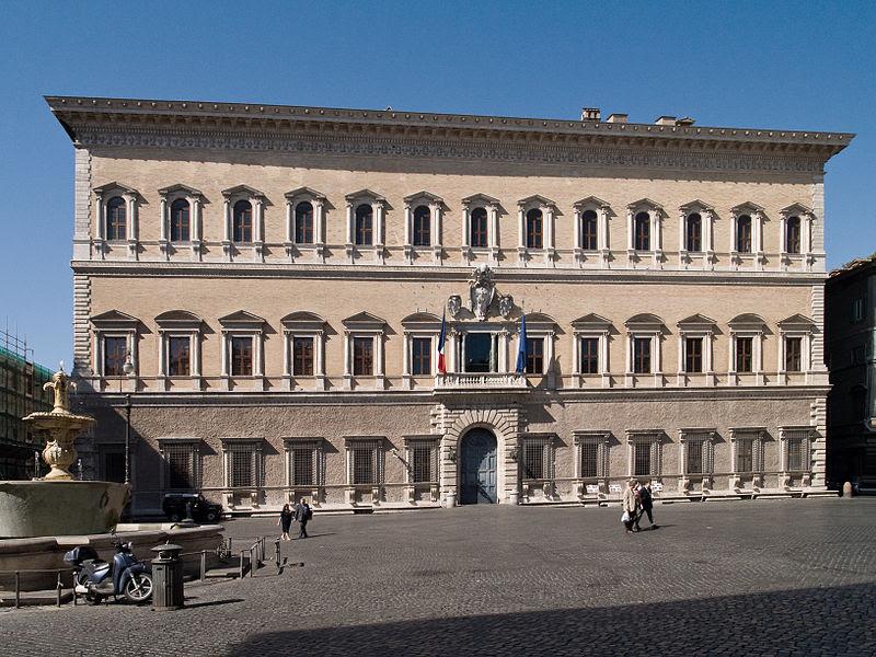 Archivo: Palais Farnese.jpg
