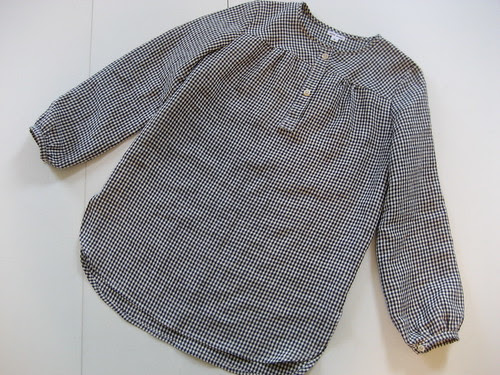 gingham pullover top in linen.