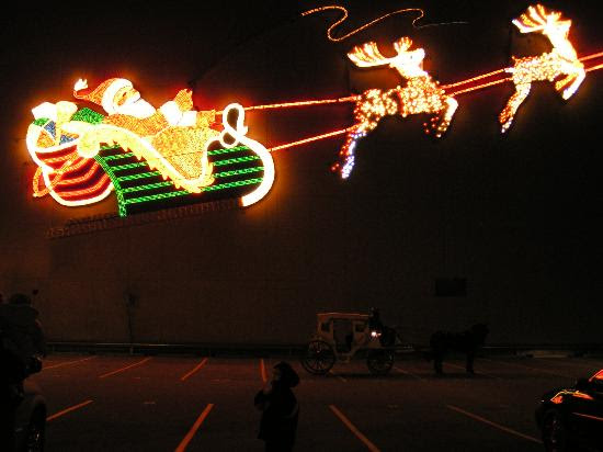 http://media-cdn.tripadvisor.com/media/photo-s/01/04/a5/f7/downtown-santa-reindeer.jpg