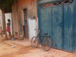 Família chegava em casa quando ocorreu ataque (Foto: Luís Felipe/ Blog do Sigi Vilares)