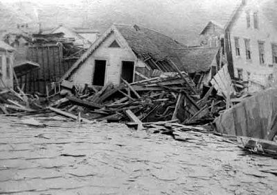 Johnstown-Flood-debris-house.jpg