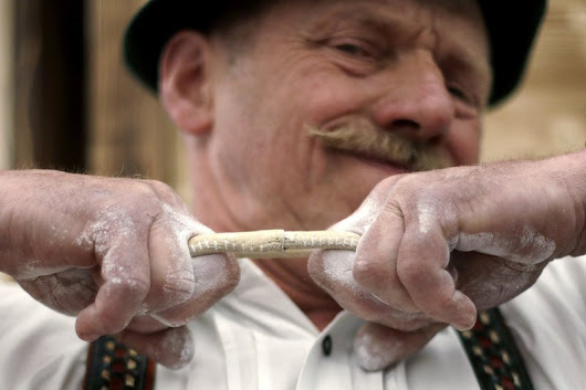 AP PHOTOS: Bavarians crown finger wrestling champion
