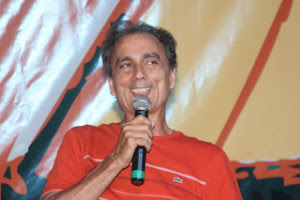 Dácio Galvão, presidente da FUNCARTE, comanda o elogiado evento