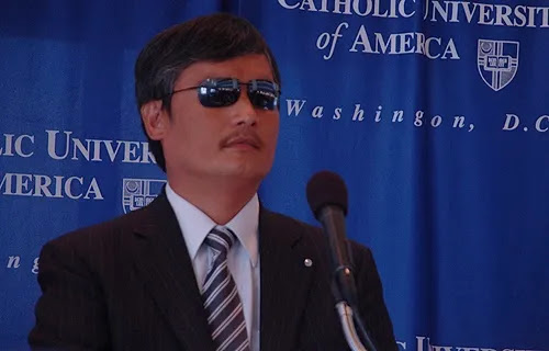 Chen Guangcheng speaks at Catholic University of America, Oct. 2, 2013. Credit: Addie Mena/CNA.