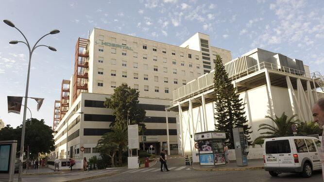 Fachada del Hospital Puerta del Mar de Cádiz.