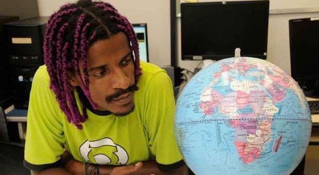 Frans Galvão, estudante de letras e pesquisador na UFMG, diz que símbolos da cultura negra, como o cabelo black power, dread ou trançado é visto como pejorativo, como sinônimo de sujeira (CRISTINA HORTA/EM/D.A PRESS)