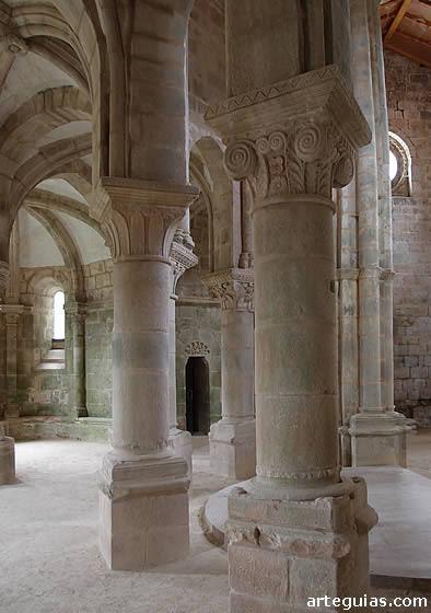 Monasterio de Carboeiro: girola de la iglesia