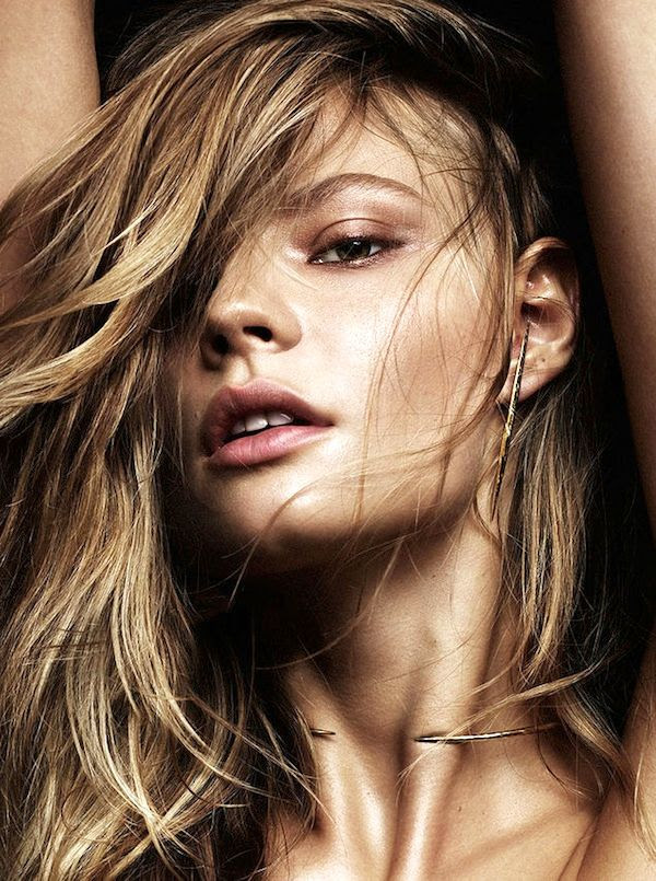 Le Fashion Blog Magdalena Frackowiak Jewelry Bronzer Shimmery Eye Makeup Summer Beauty Edgy Earrings Open Collar Necklace photo Le-Fashion-Blog-Magdalena-Frackowiak-Jewelry-Bronzer-Shimmery-Eye-Makeup-Summer-Beauty-Edgy-Earrings-Open-Collar-Necklace.jpg