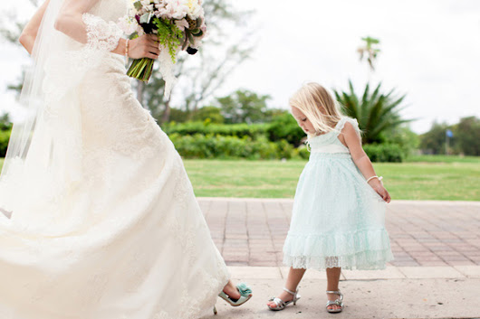 Cute Wedding Photos by Junebug Photographers | Junebug Weddings
