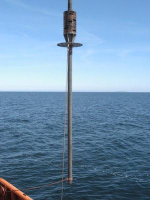 Aparelho semelhante ao usado para a retirada dos sedimentos do fundo do oceano (Foto: Science/AAAS)