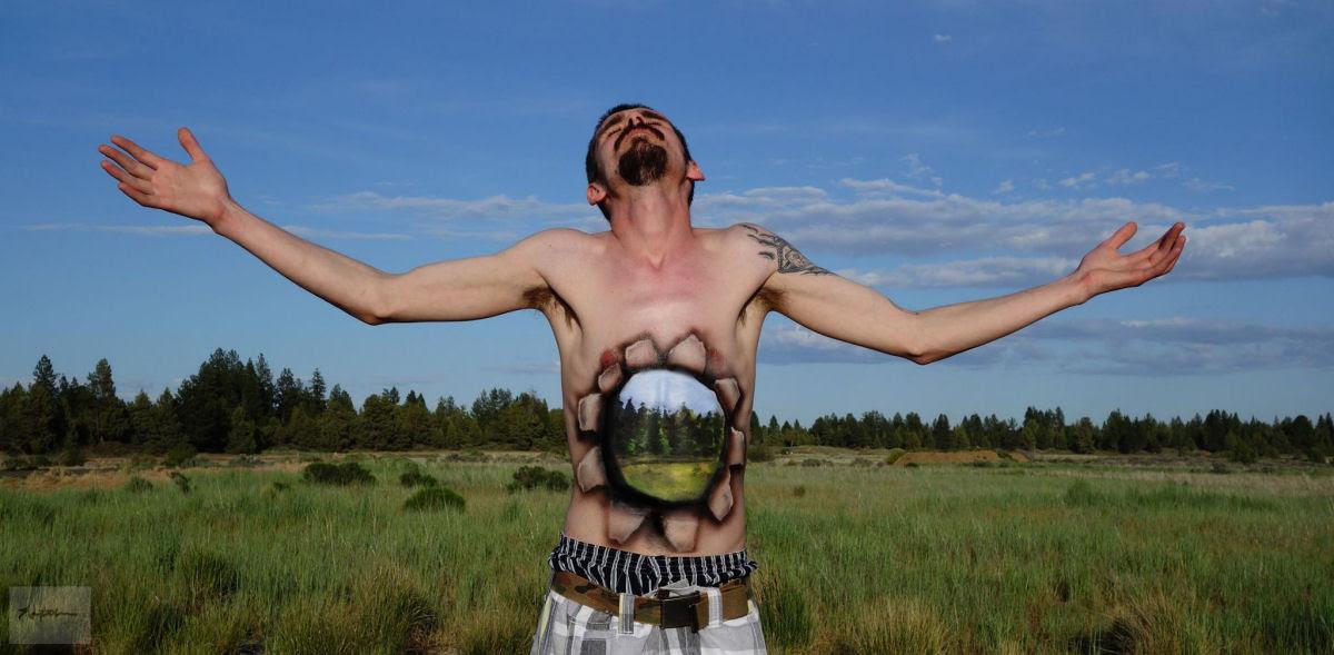 Artista transforma corpos humanos em incompreensíveis ilusões de óptica 06